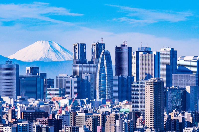 從遠方眺望的富士山